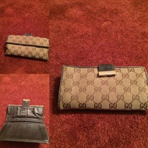 Gucci Wallet accident washed/ Authentic